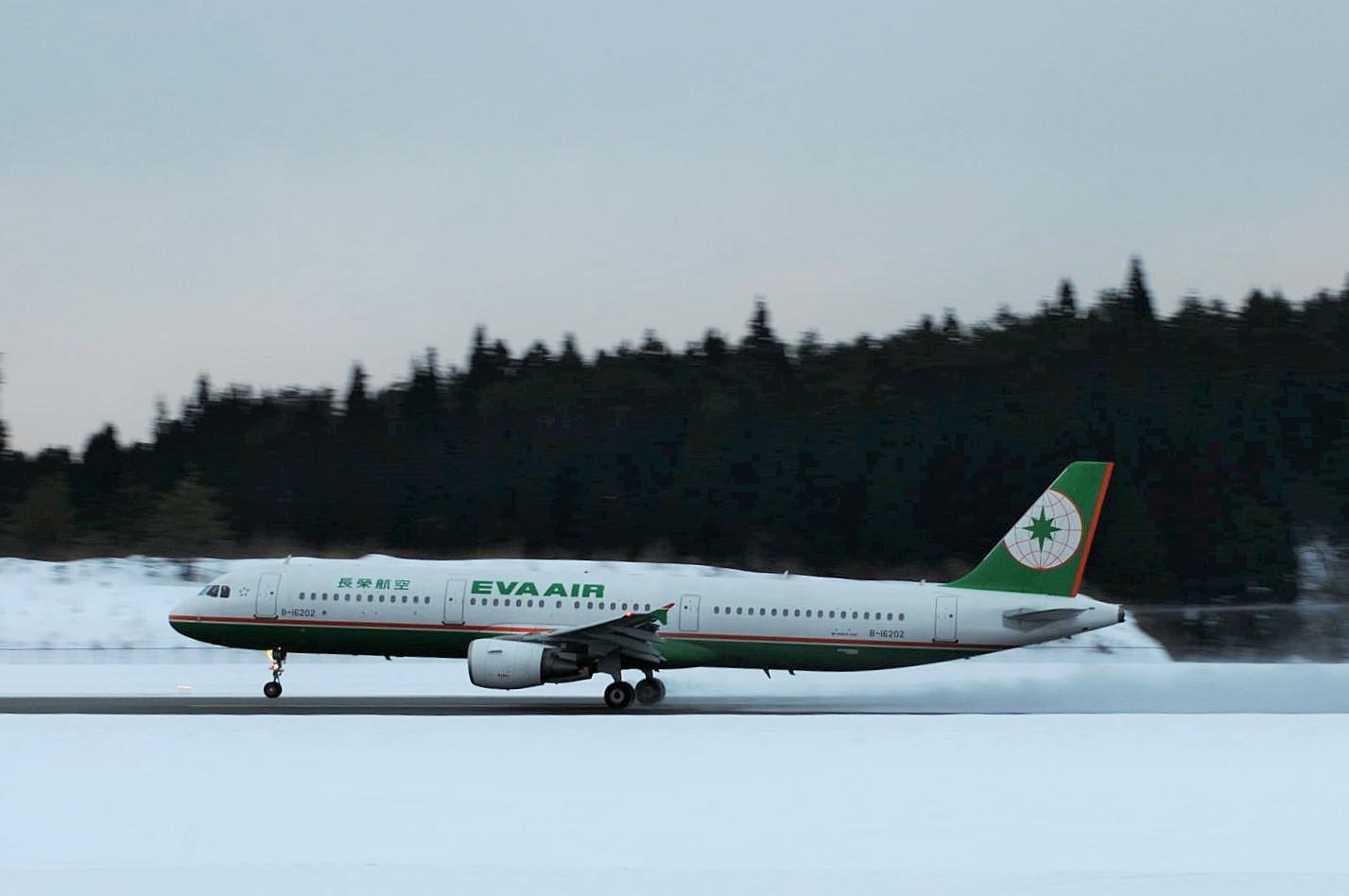 秋田空港に飛来したエバー航空チャーター機