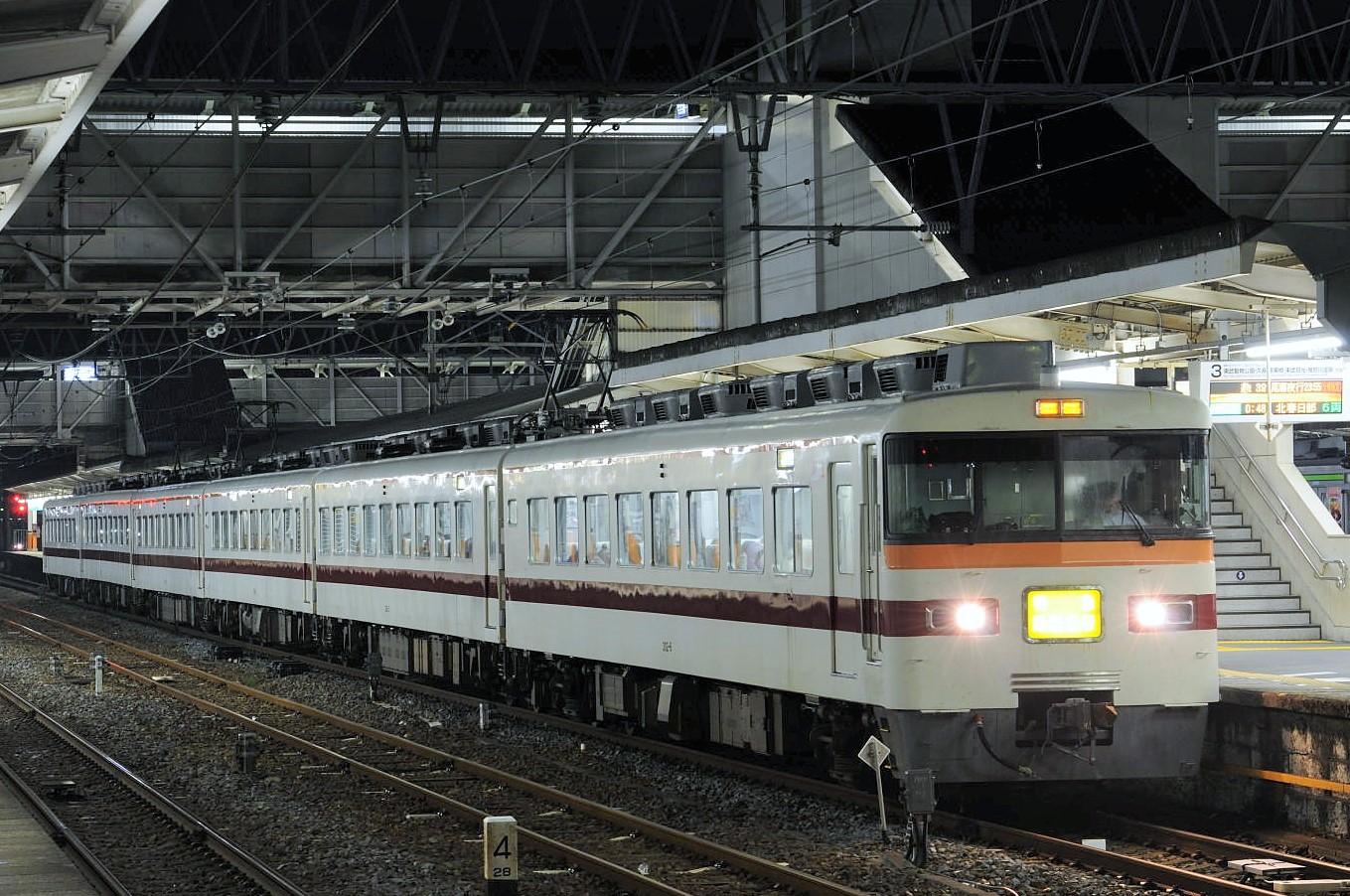 特急「尾瀬夜行2355」を春日部にて撮影