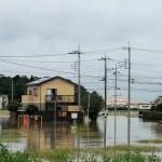 大雨で道路が冠水