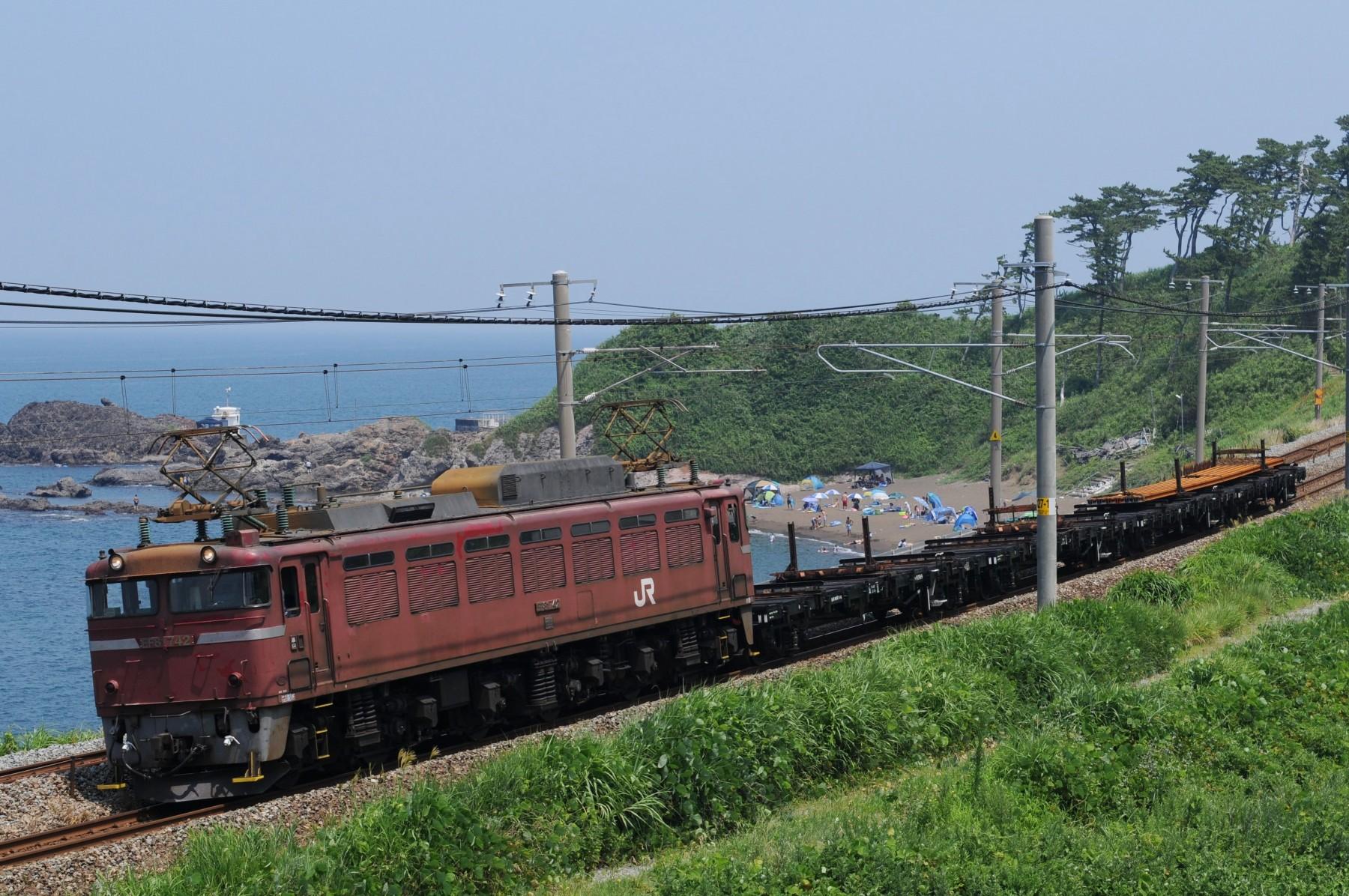 富山区EF81牽引の黒井行きチキ