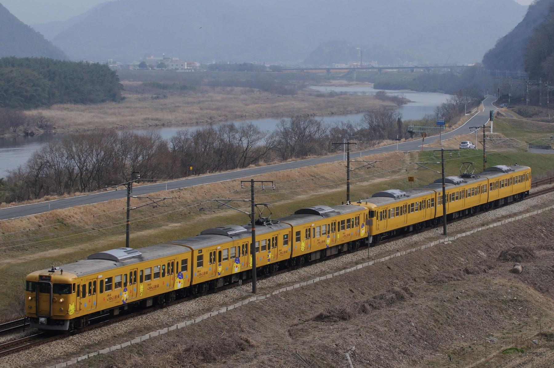 特トワ待ちの間に撮影した列車 その2