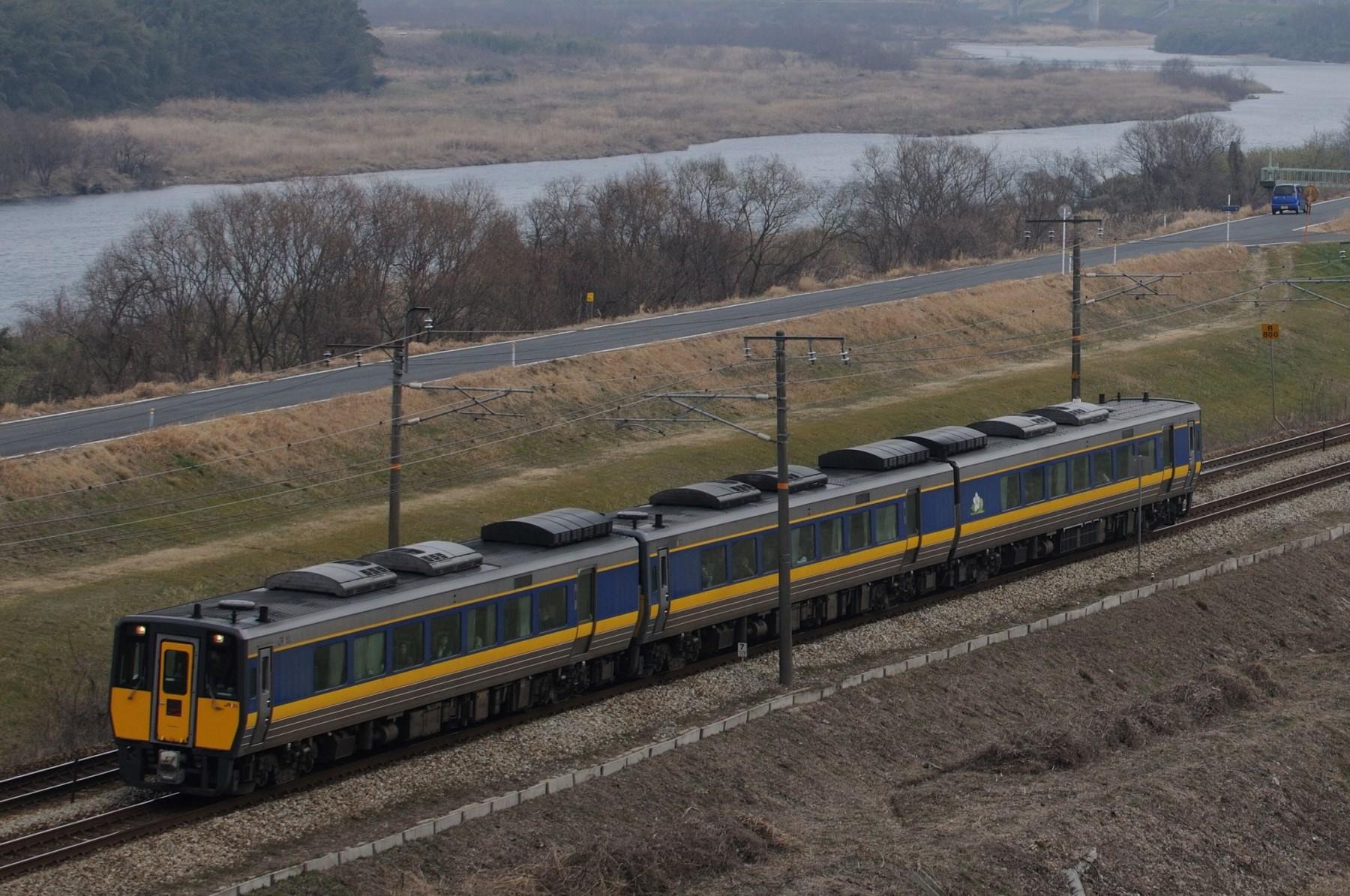 特トワ待ちの間に撮影した列車 その3