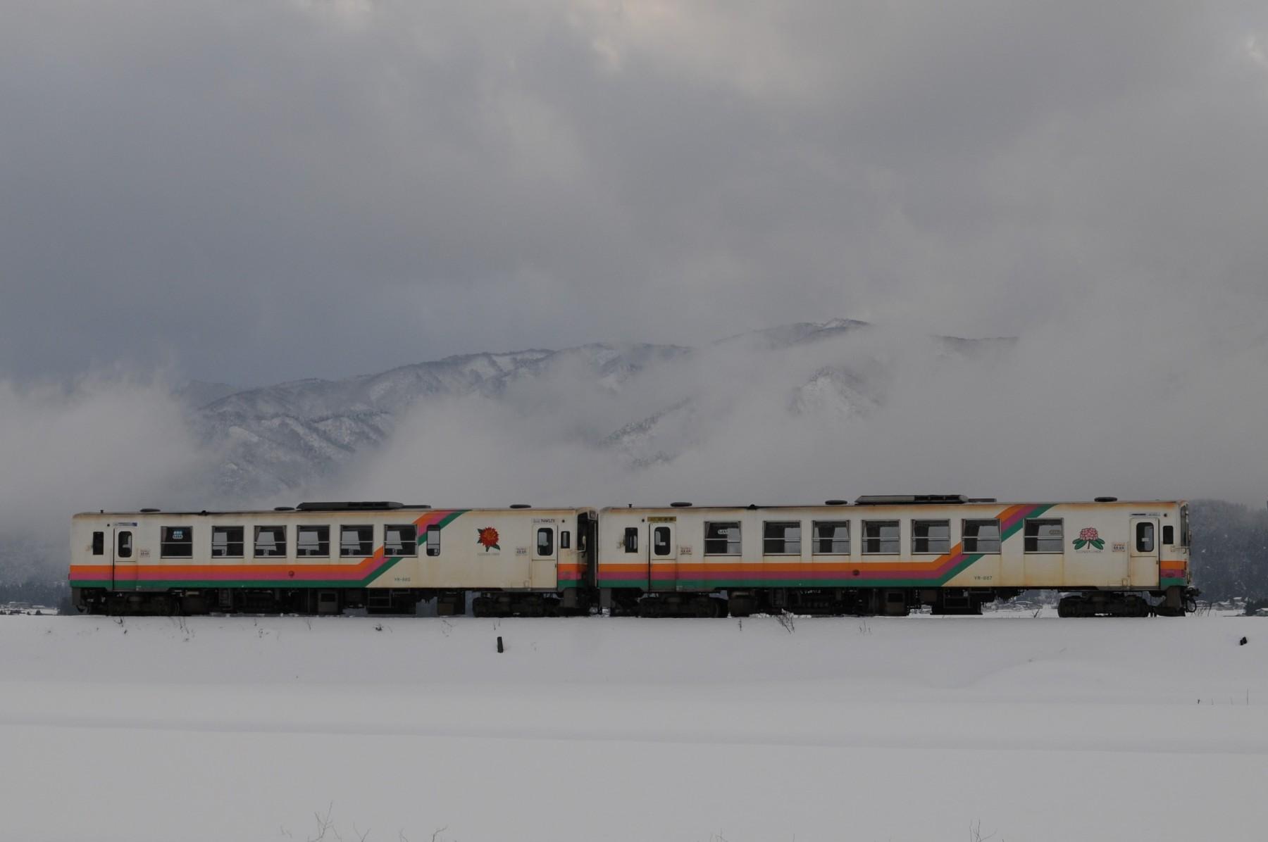 運用を離脱した山形鉄道YR-885